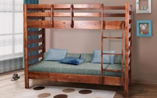 Двуспальная кровать из натурального дерева